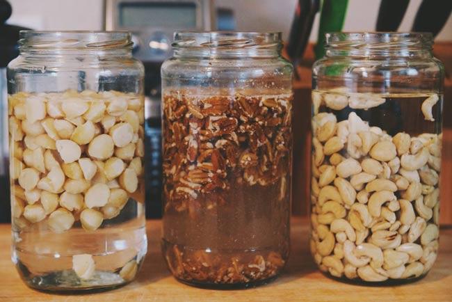 На сколько часов надо замачивать орехи чтобы их польза в разы увеличилась !?