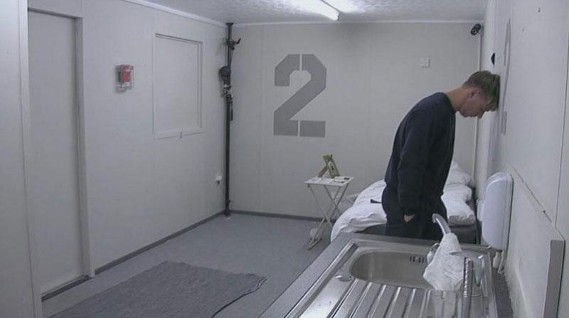 Телешоу «В одиночестве»: пять суток в уютной камере без Интернета