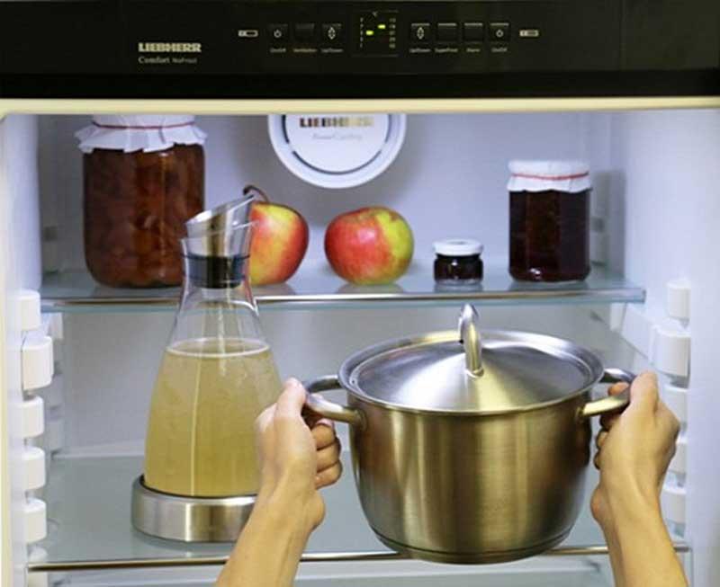 А мне говорили, что нельзя ставить горячее в холодильник, оказалось можно...